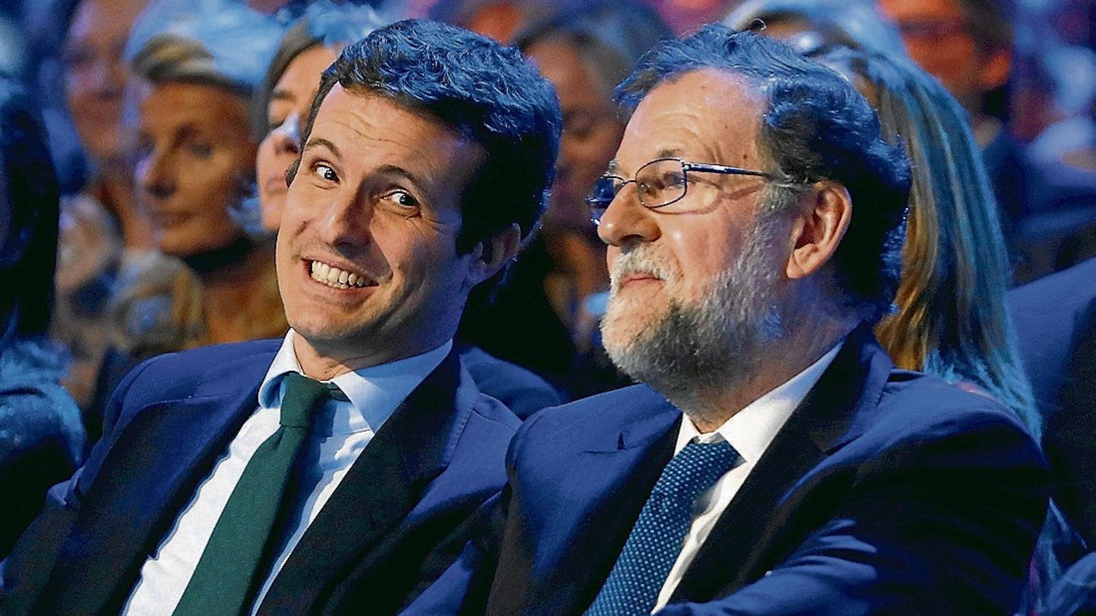 L'actual líder del PP, Pablo Casado, amb el seu predecessor, Mariano Rajoy, en la primera jornada de la convenció estatal del PP.