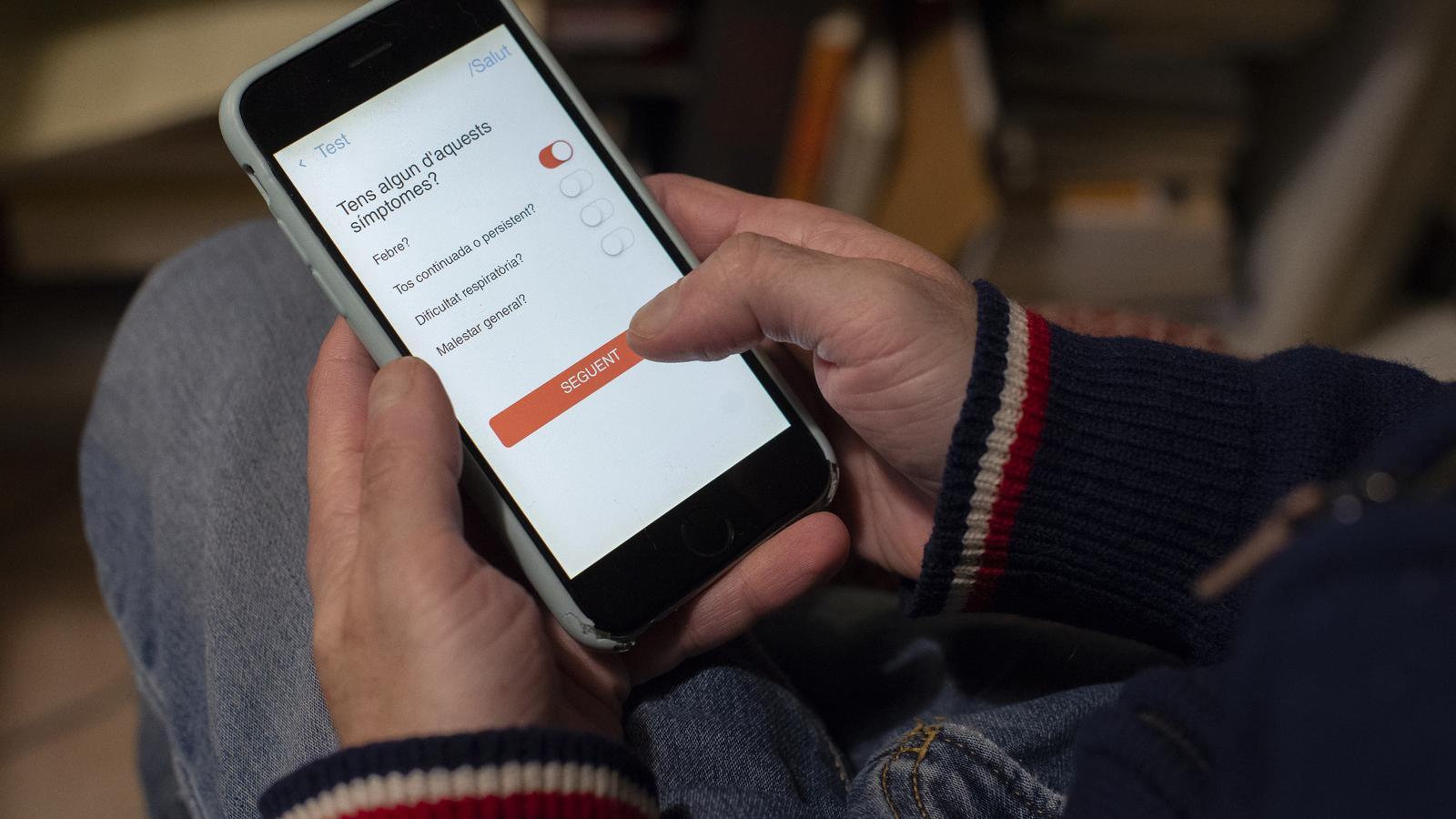El govern espanyol estudia controlar pel mòbil els moviments dels contagiats per coronavirus