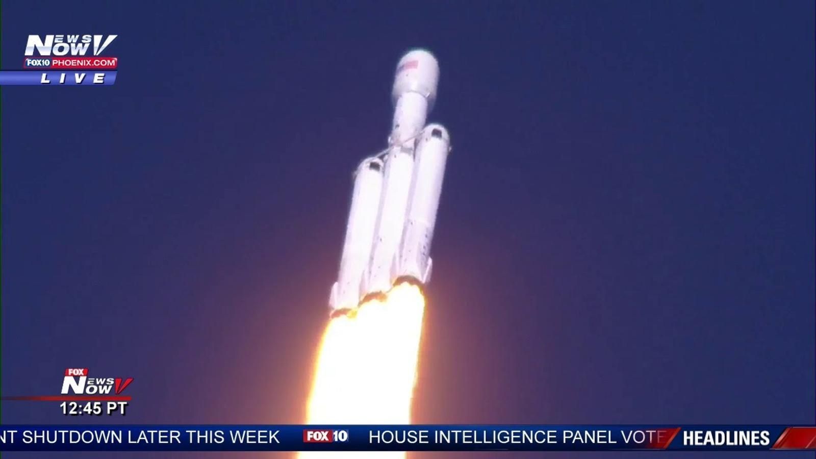 S'enlaira amb èxit el Falcon Heavy, el coet més potent del món