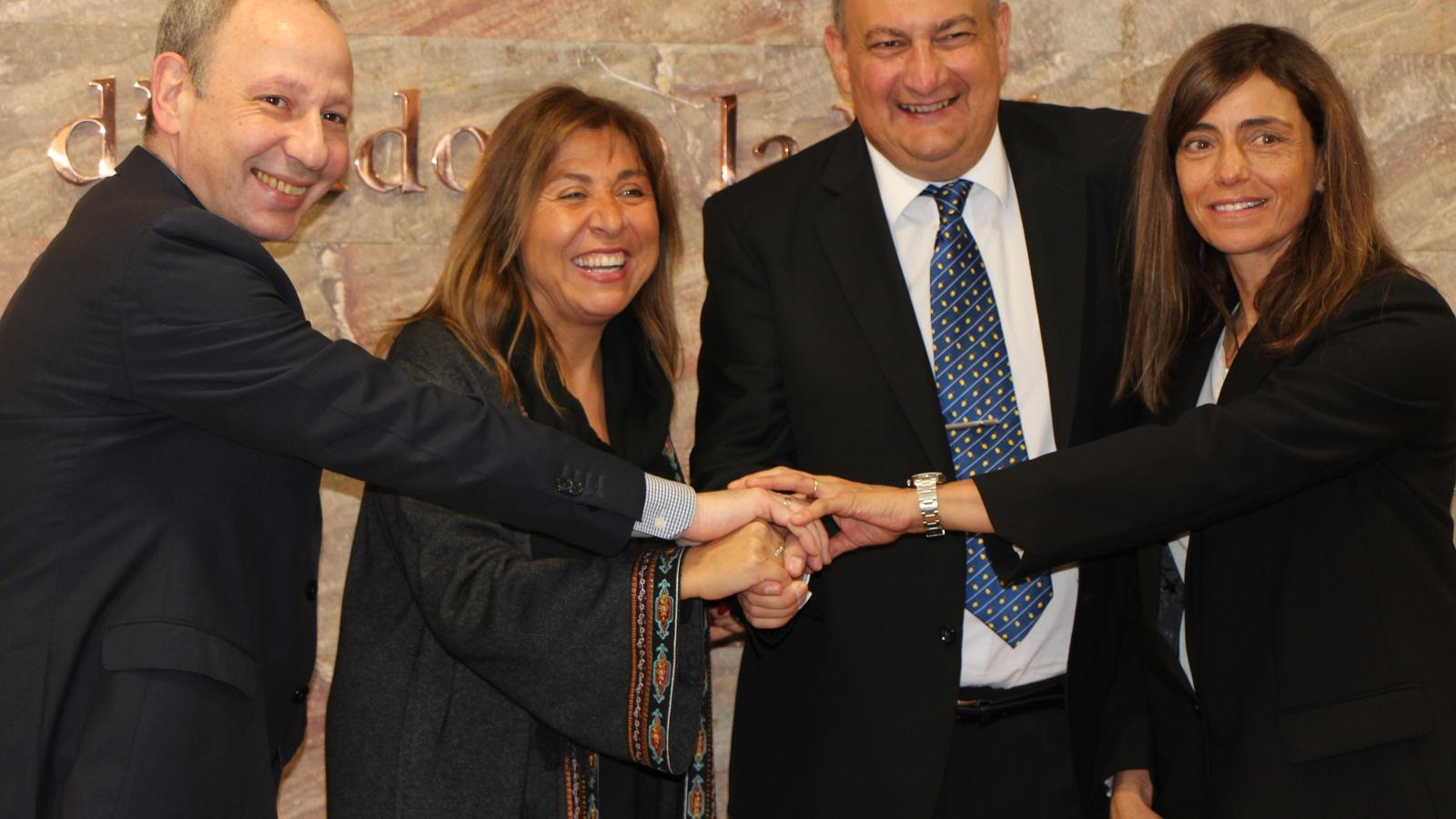 Foto de grup després de signar el pacte. / M. R. F.