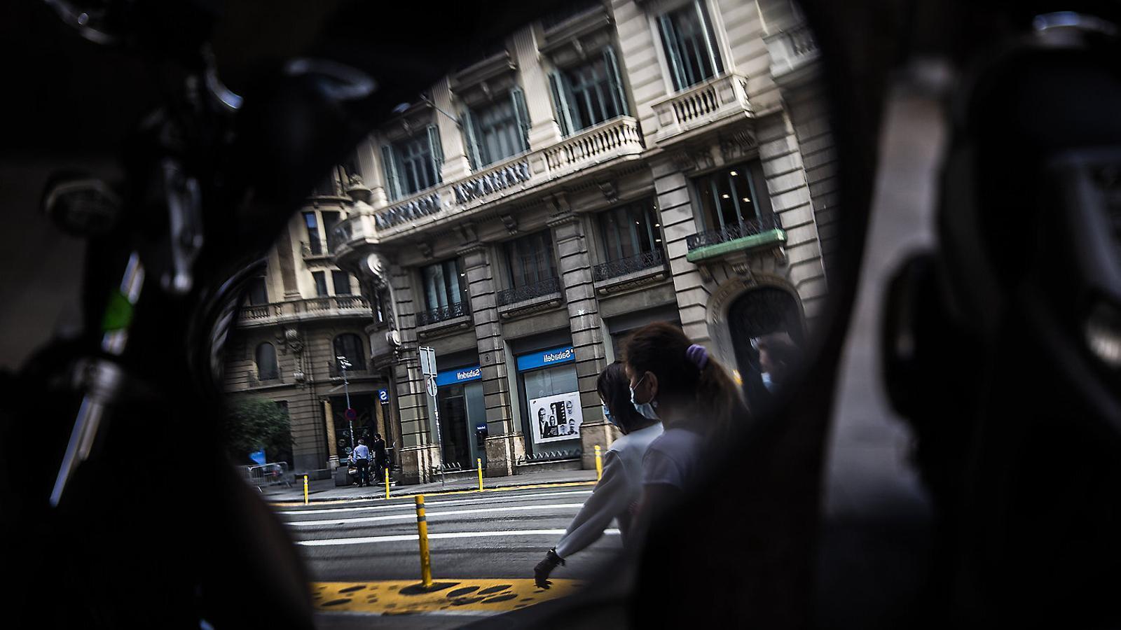 Una fusió del Sabadell amb Kutxabank no seria suficient per créixer més en clients i reduir costos.