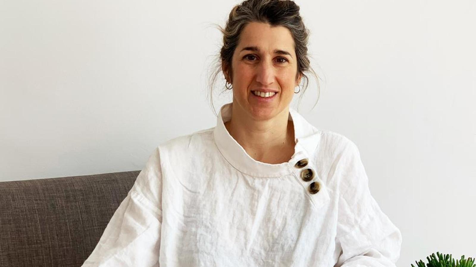 La psicòloga i neuropsicòloga Ana Mantecón en el seu despatx