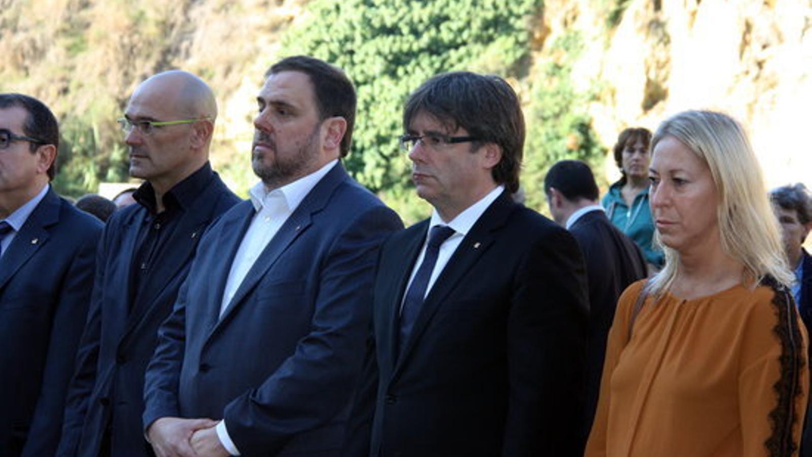 Romeva, Junqueras, Puigdemont i Munté davant la tomba de Companys al fossar de la Pedrera