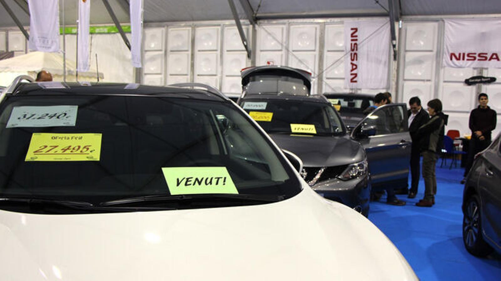 Vehicles a la venda. / E.C. (ANA)
