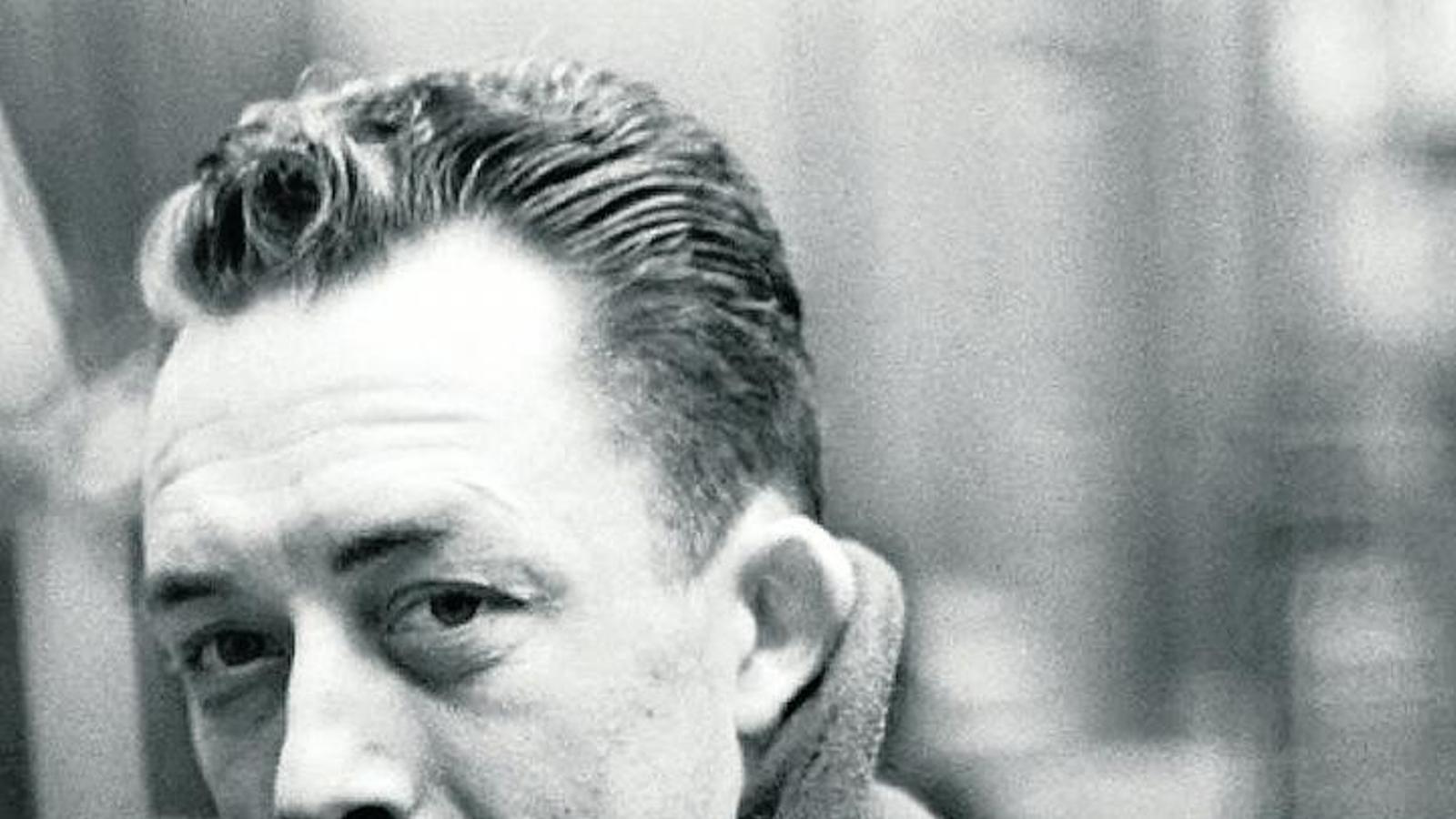 Camus va guanyar el premi Nobel de literatura el 1957, a 44 anys / NINESLAB