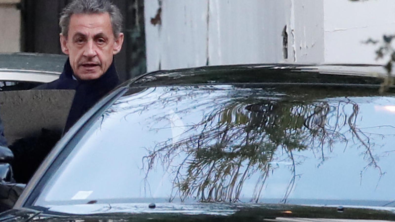 L'expresident Nicolas Sarkozy ha estat interrogant durant 25 hores per la policia.