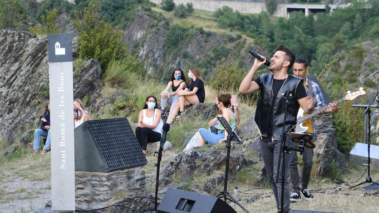 El cantautor austríac Christopher Aguilar il·lumina Sant Romà de les Bons