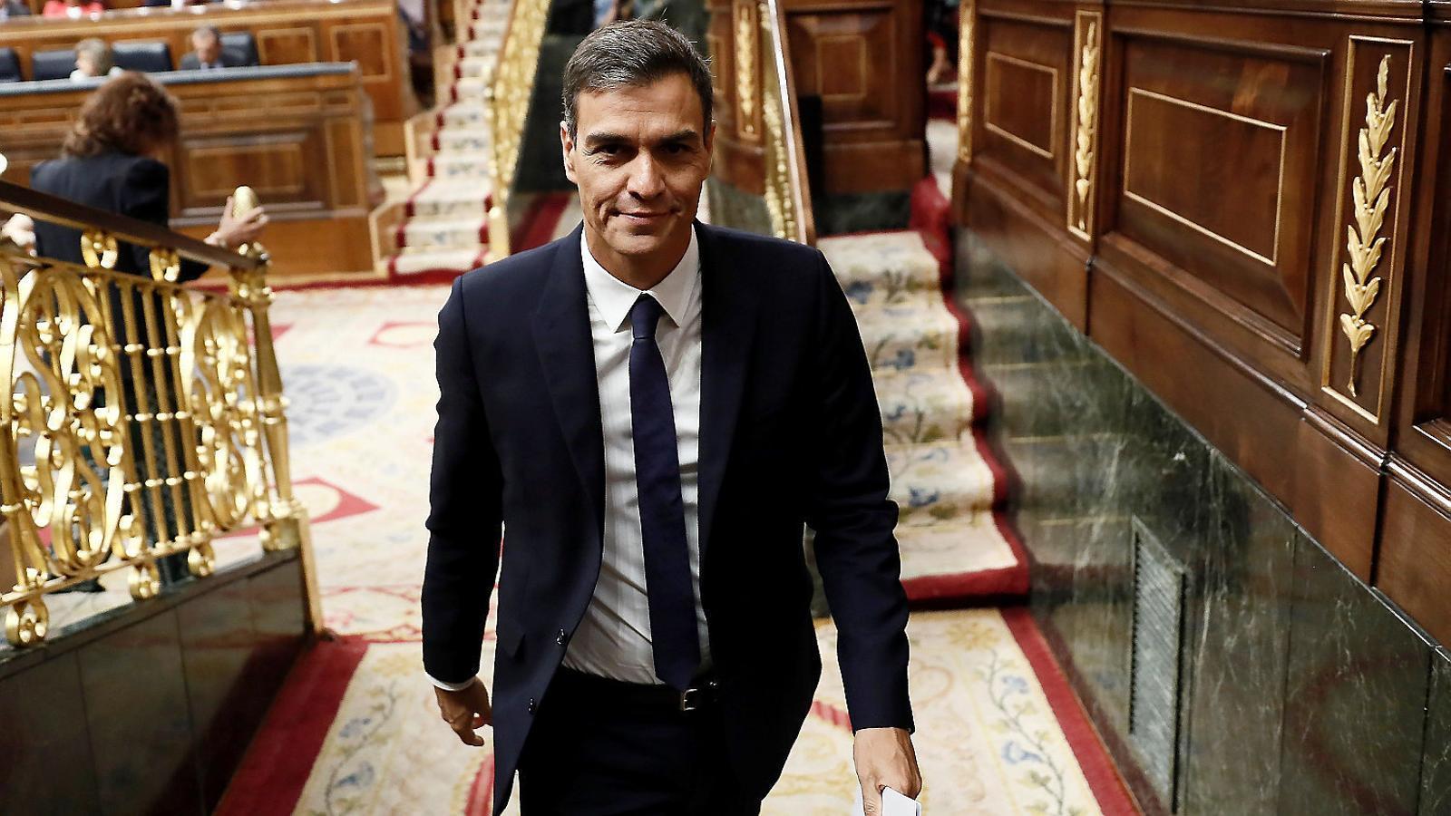 Sánchez, ahir, sortint de l'hemicicle del Congrés de Diputats.