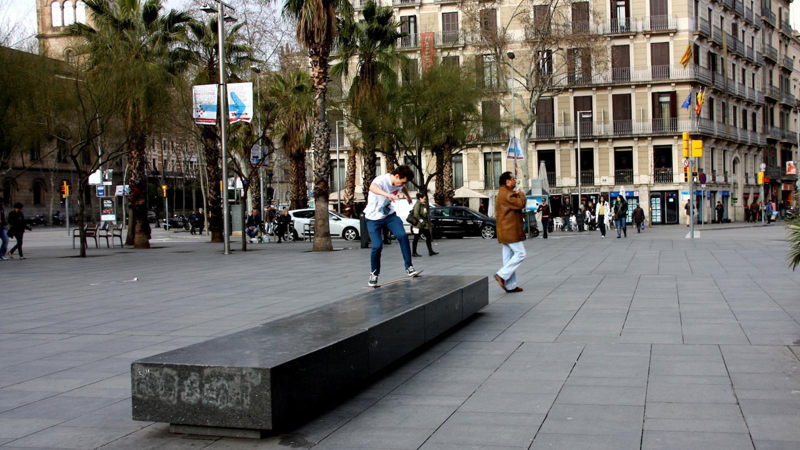 Cau un violador en s rie que actuava a l 39 eixample - Placa universitat barcelona ...