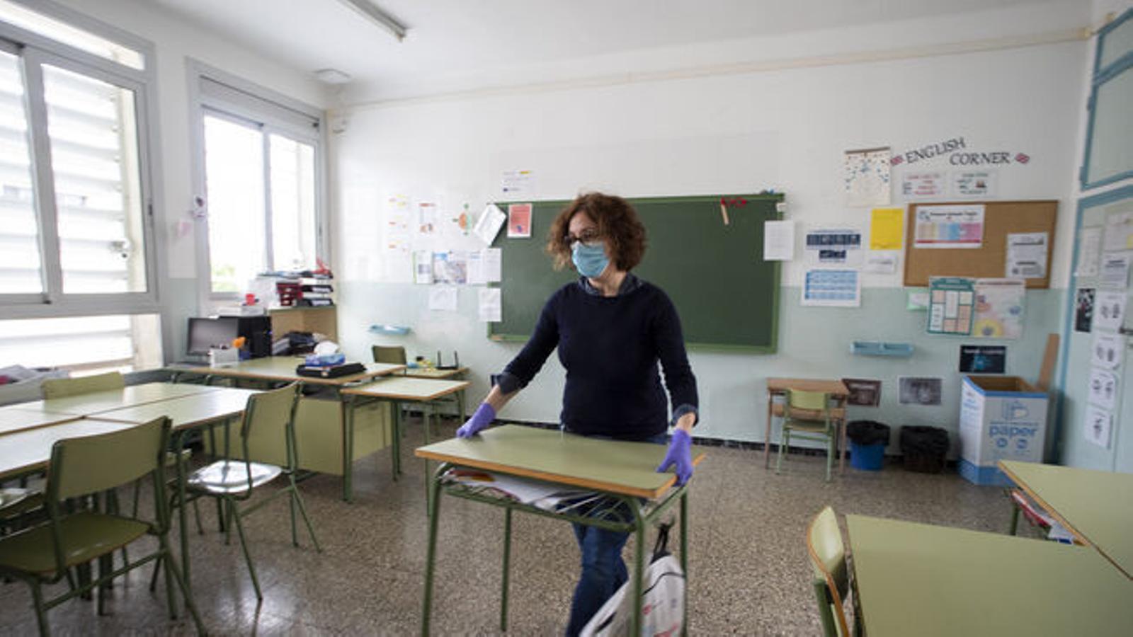 Un 76% dels docents afirmen que tenen les finestres de les aules obertes de manera permanent.