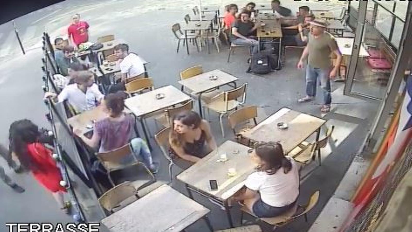 Indignació a França per l'agressió a una dona que va plantar cara a l'home que l'acabava d'assetjar