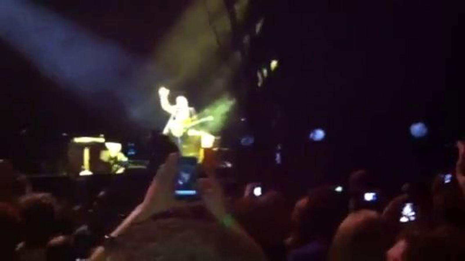 El tribut de Coldplay a R.E.M.: 'Everybody hurts'