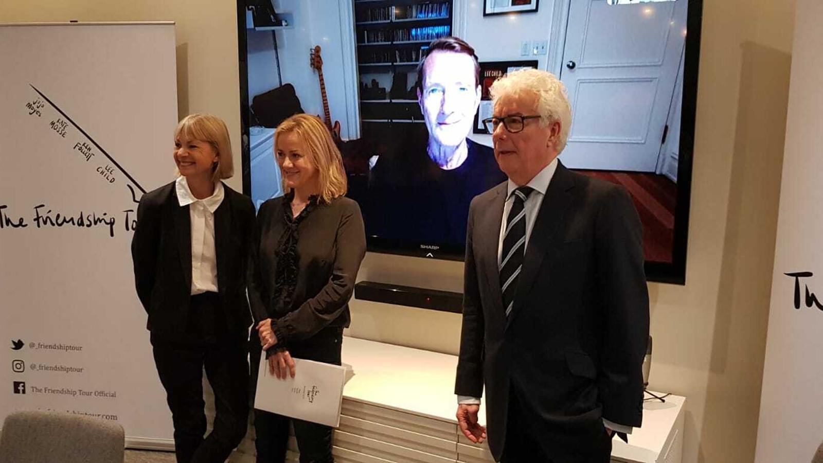 D'esquerra a dreta, Kate Mosse, Jojo Moyes, Lee Child, a la pantalla, i Ken Follet / QUIM ARANDA