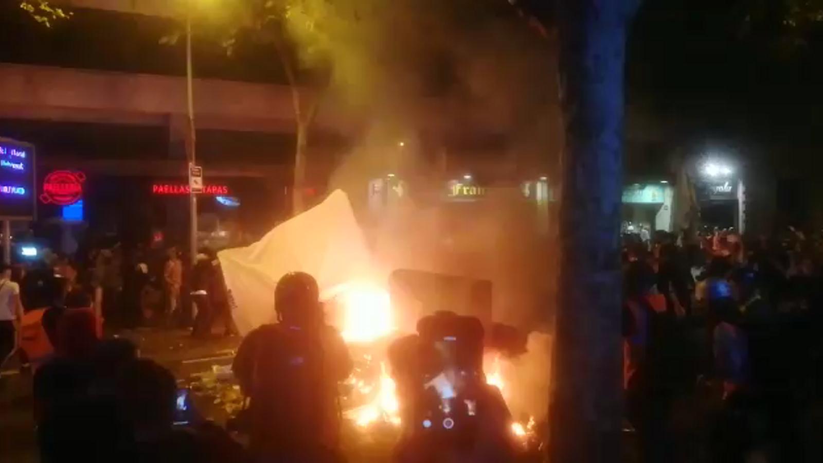 Barricada a plaça Urquinaona