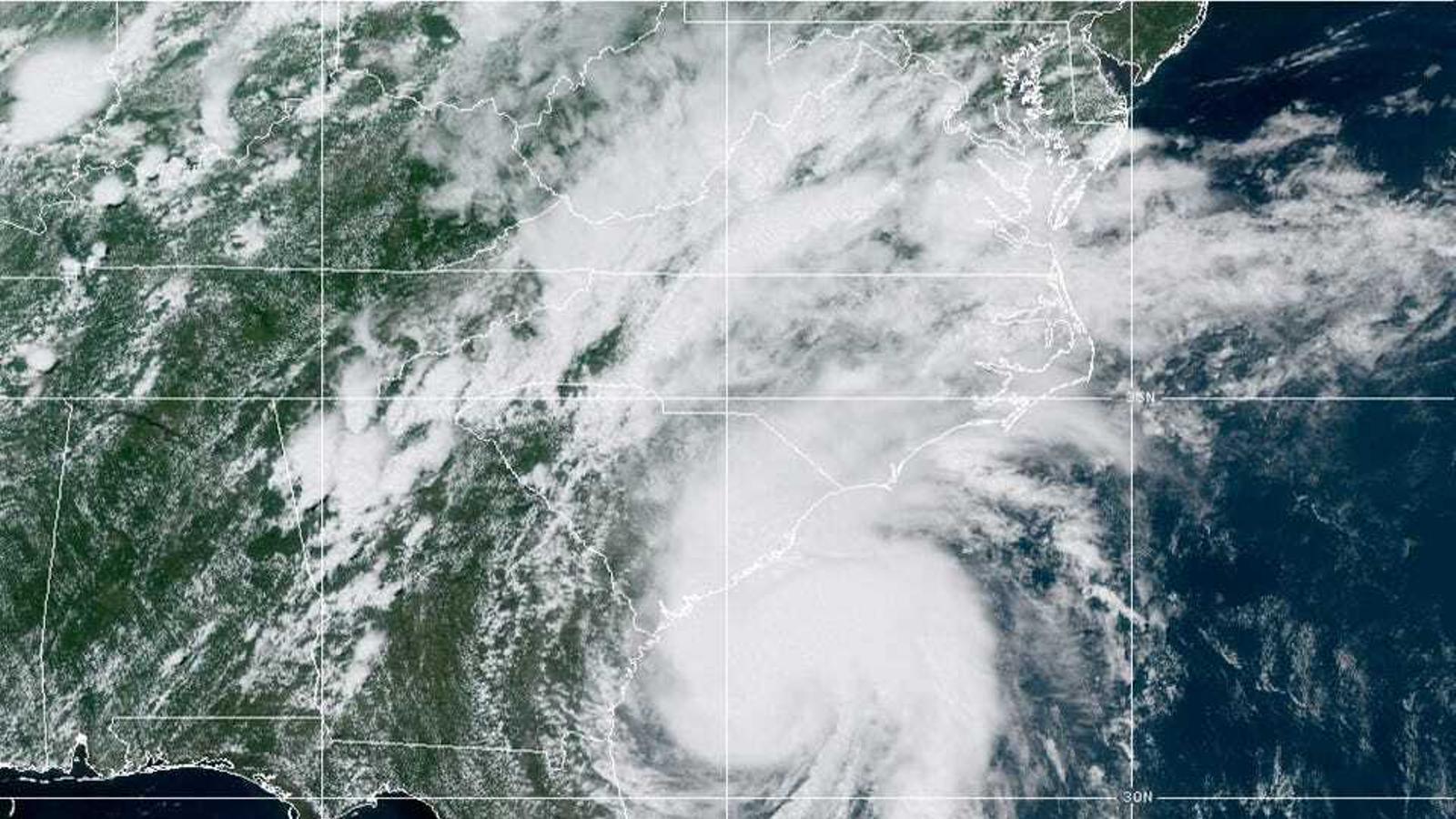 Imatge de l'huracà 'Isaias' a punt de tocar terra a Carolina del Nord i del Sud / Font: NOAA