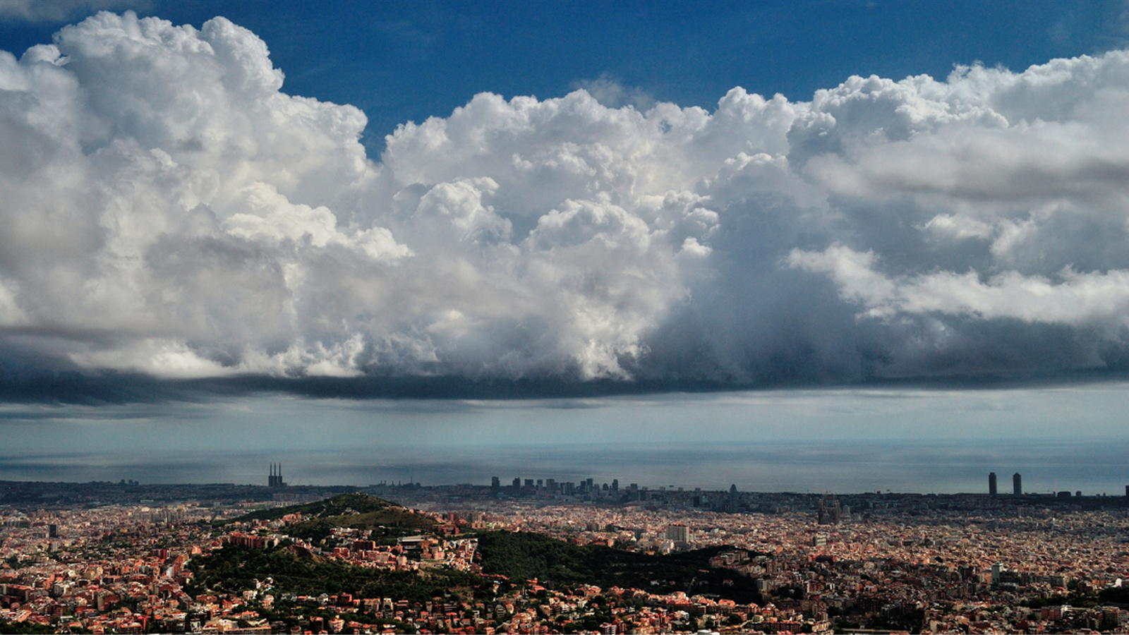 El nou Atles Internacional de Núvols inclou diverses fotos de l'Observatori Fabra
