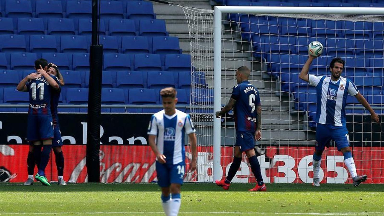 L'Espanyol s'enfonsa contra un Llevant que acaricia la permanència (1-3)
