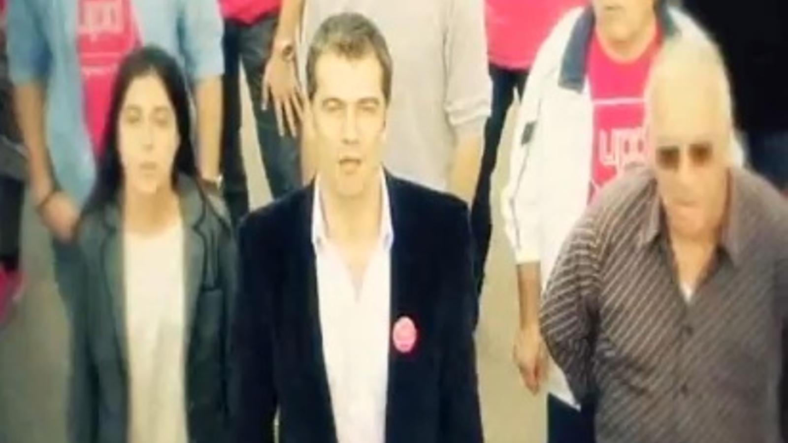 Toni Cantó intenta captar vots per a UPyD amb un rap