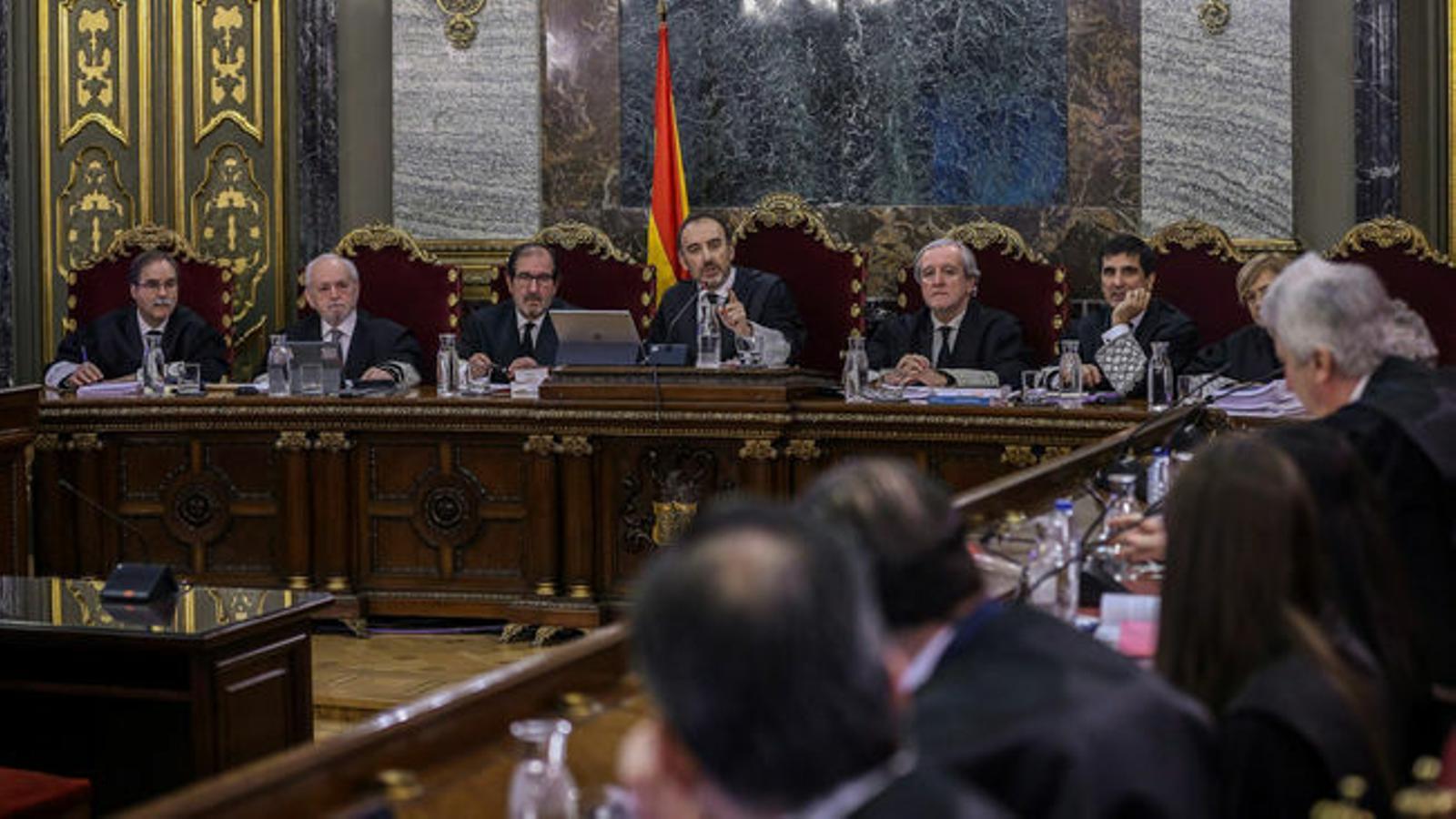 El tribunal que jutja el Procés durant una de les sessions del judici oral / EFE