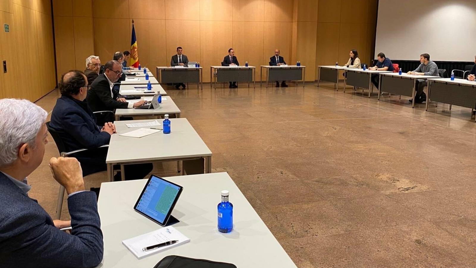 La reunió entre membres del Governi els representants sindicals i empresarials. / TWITTER JORDI GALLARDO