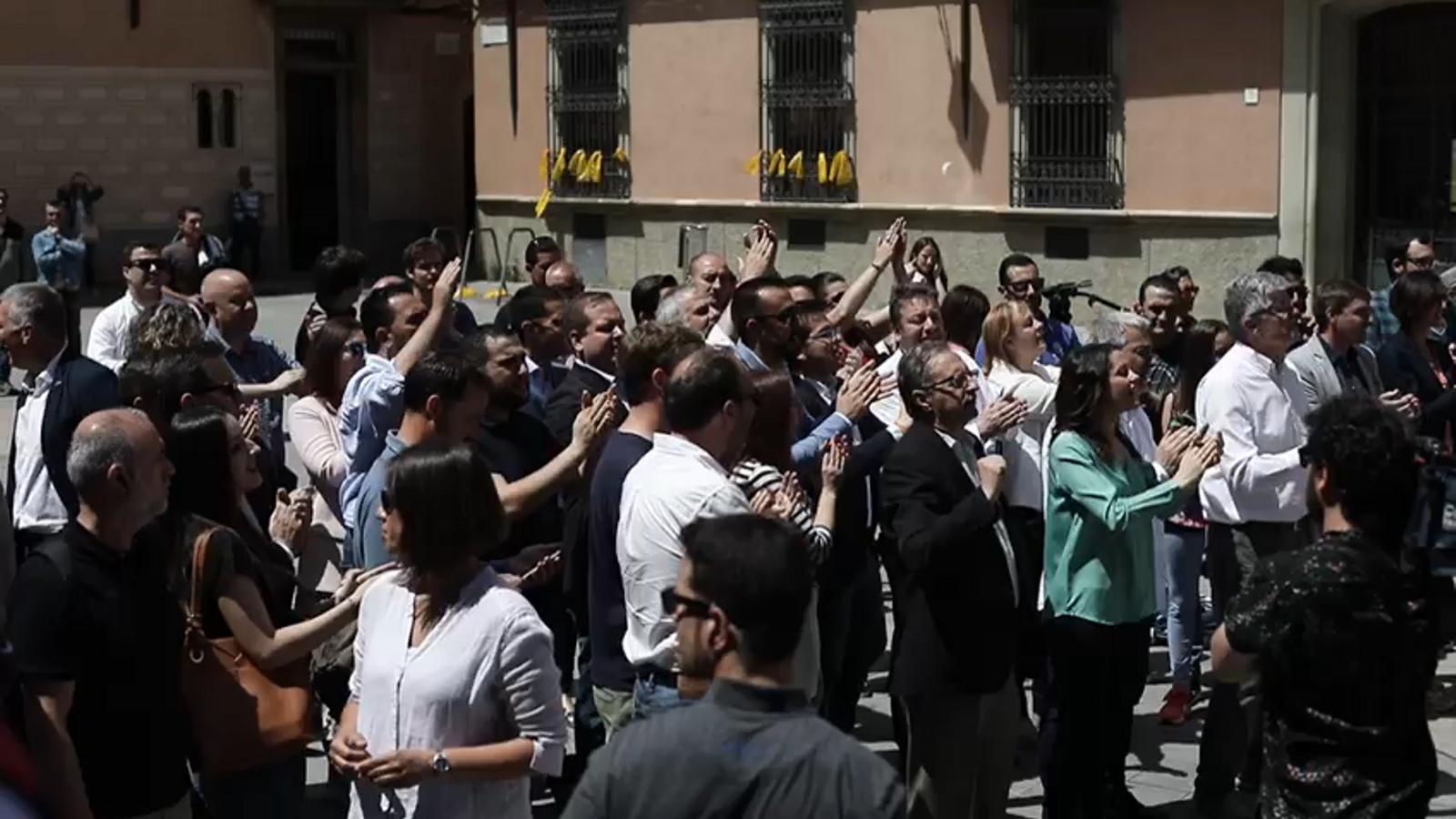 Intercanvi de retrets entre representants de Ciutadans i manifestants independentistes
