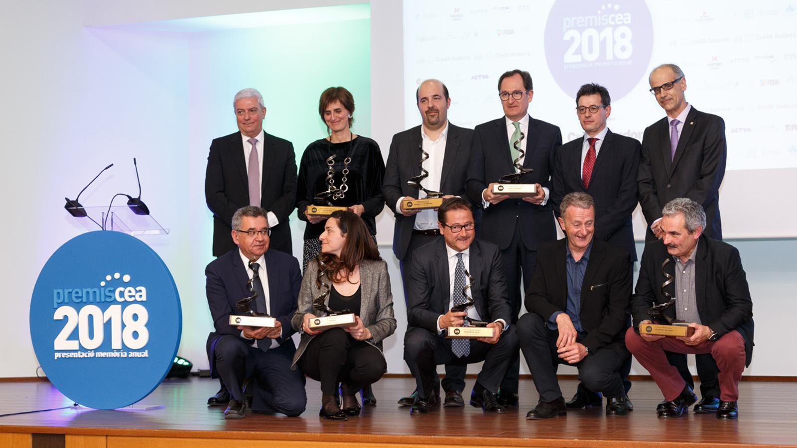 Foto de família de tots els premiats a la gala de la Confederació Empresarial Andorrana. / S. P.