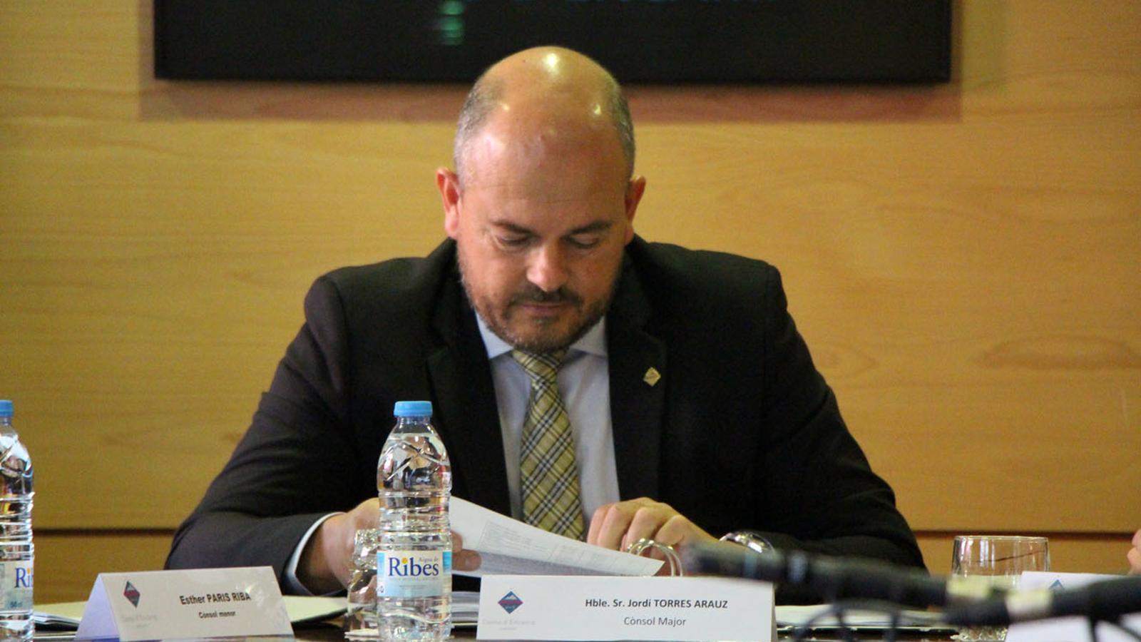 El cònsol major d'Encamp, Jordi Torres, durant la sessió de comú d'aquest dijous, celebrada al Pas de la Casa./ T. N. (ANA)