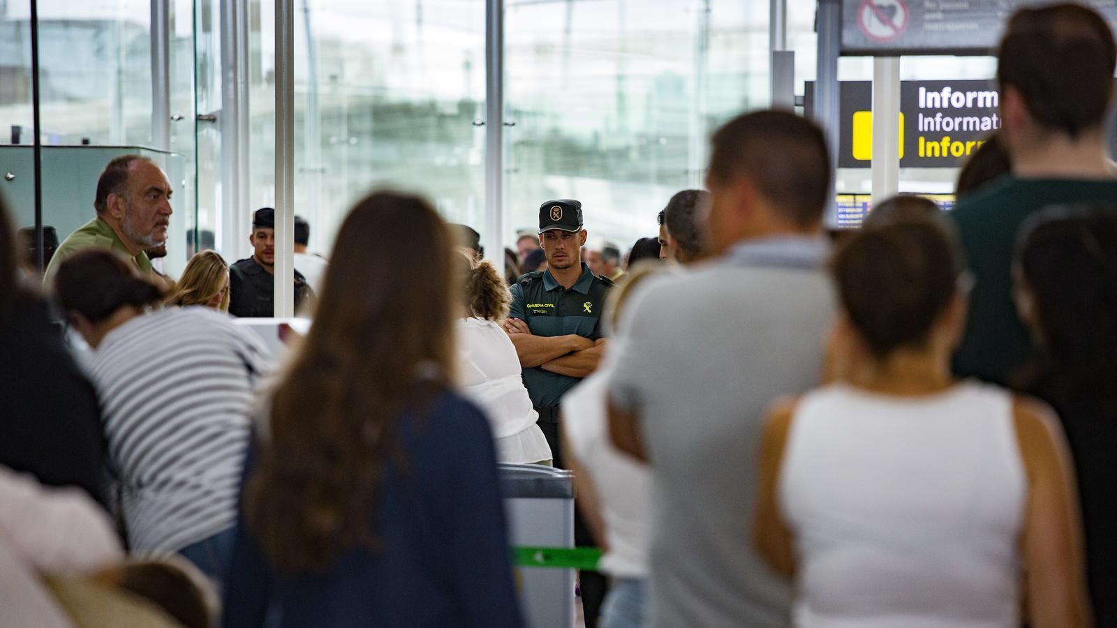 La Guàrdia Civil es prepara per substituir els vigilants del Prat