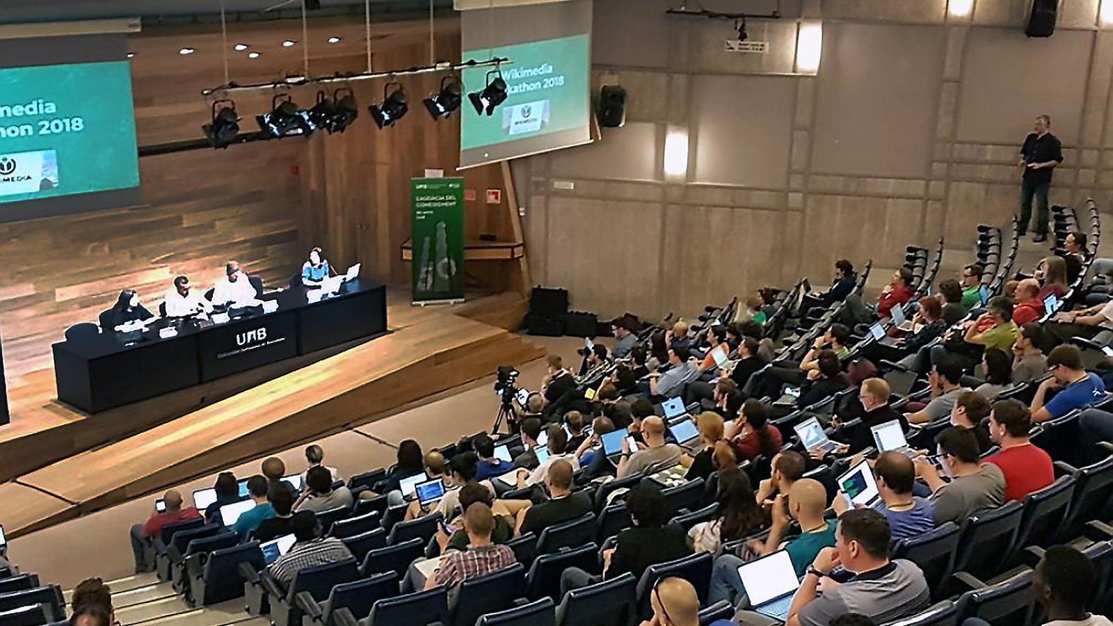La trobada internacional Wikimedia Hackathon  ha reunit  a la UAB 250 especialistes  de 48 països aquest cap  de setmana.