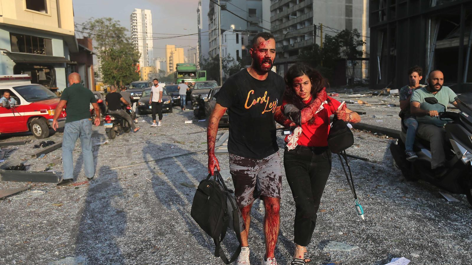 Ferits prop del lloc de l'explosió al port de la capital libanesa
