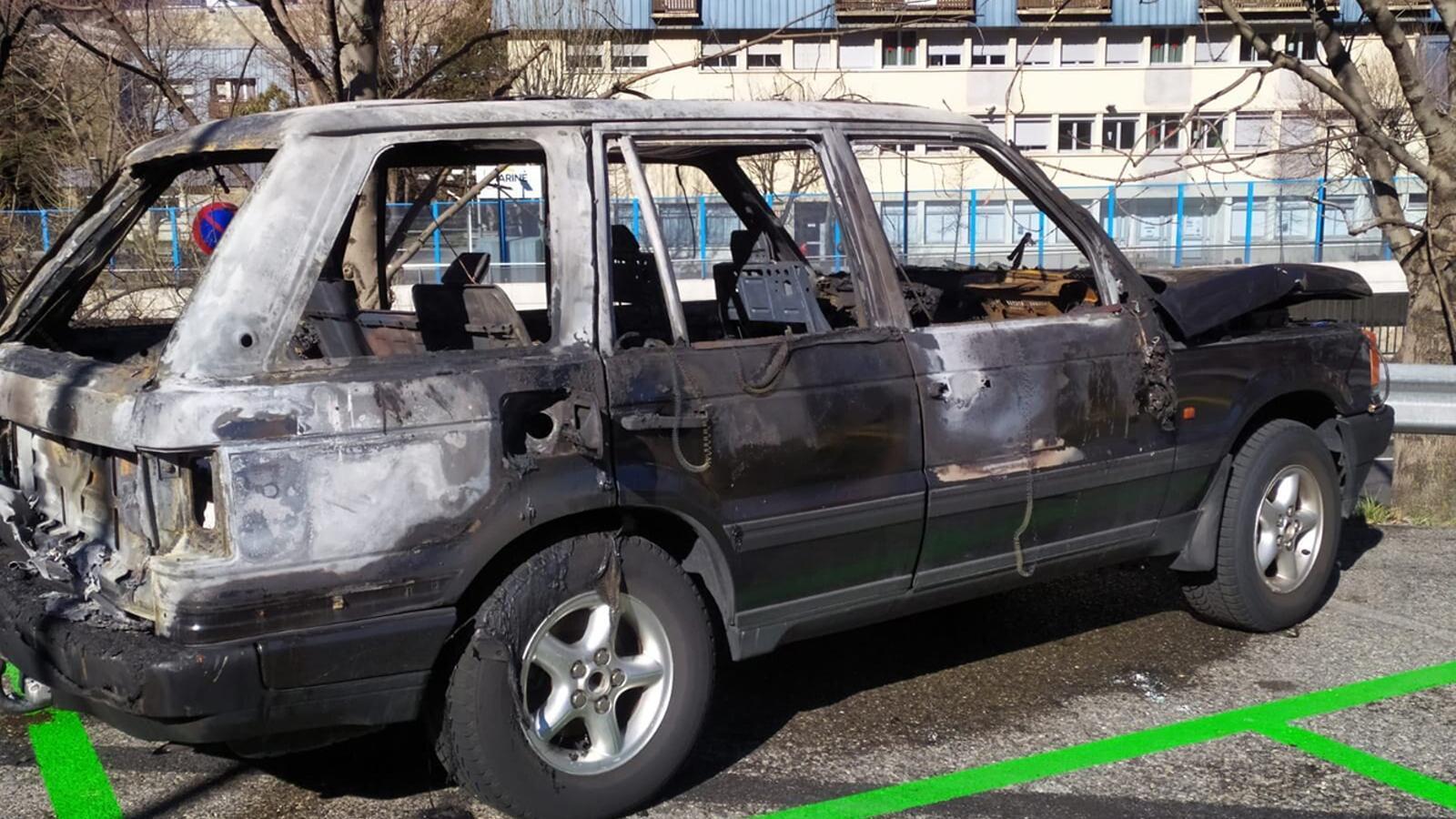 Estat en què ha quedat el vehicle després de l'incendi. / M. R. F. (ANA)