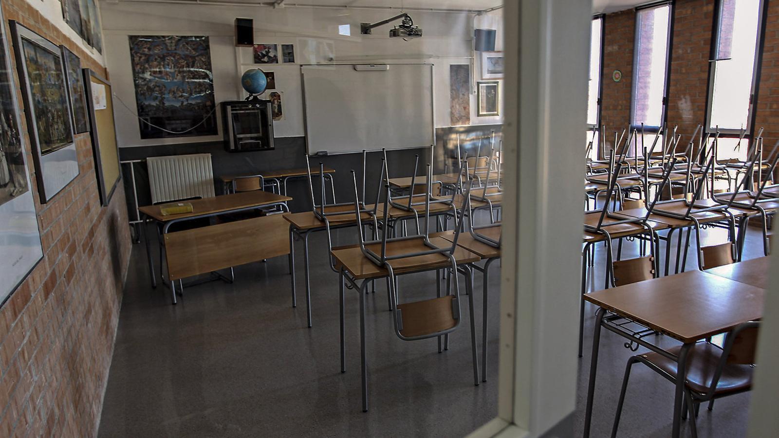 Una aula buida d'una escola catalana.