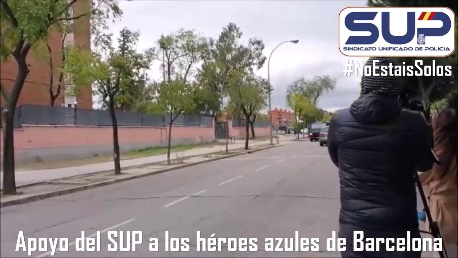 """El principal sindicat de la Policia Nacional rep com a """"herois"""" als agents que han començat a tornar de Barcelona"""