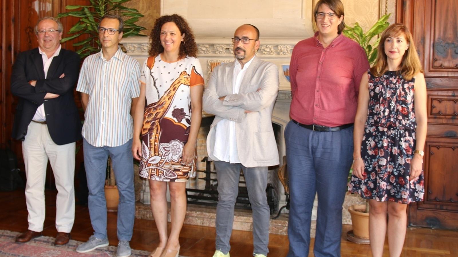 Imatge de Catalina Cladera amb els nous nous càrrecs del Consell de Mallorca