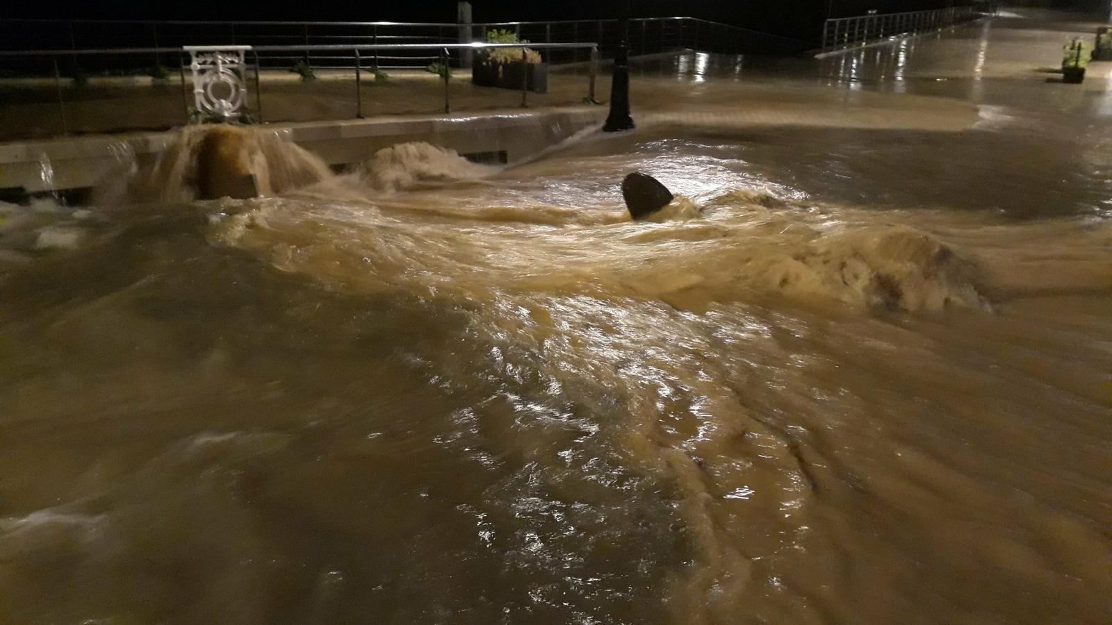 Nit i matinada de pedregades i aiguats: més de 60 litres/m2 en alguns punts del Baix Penedès