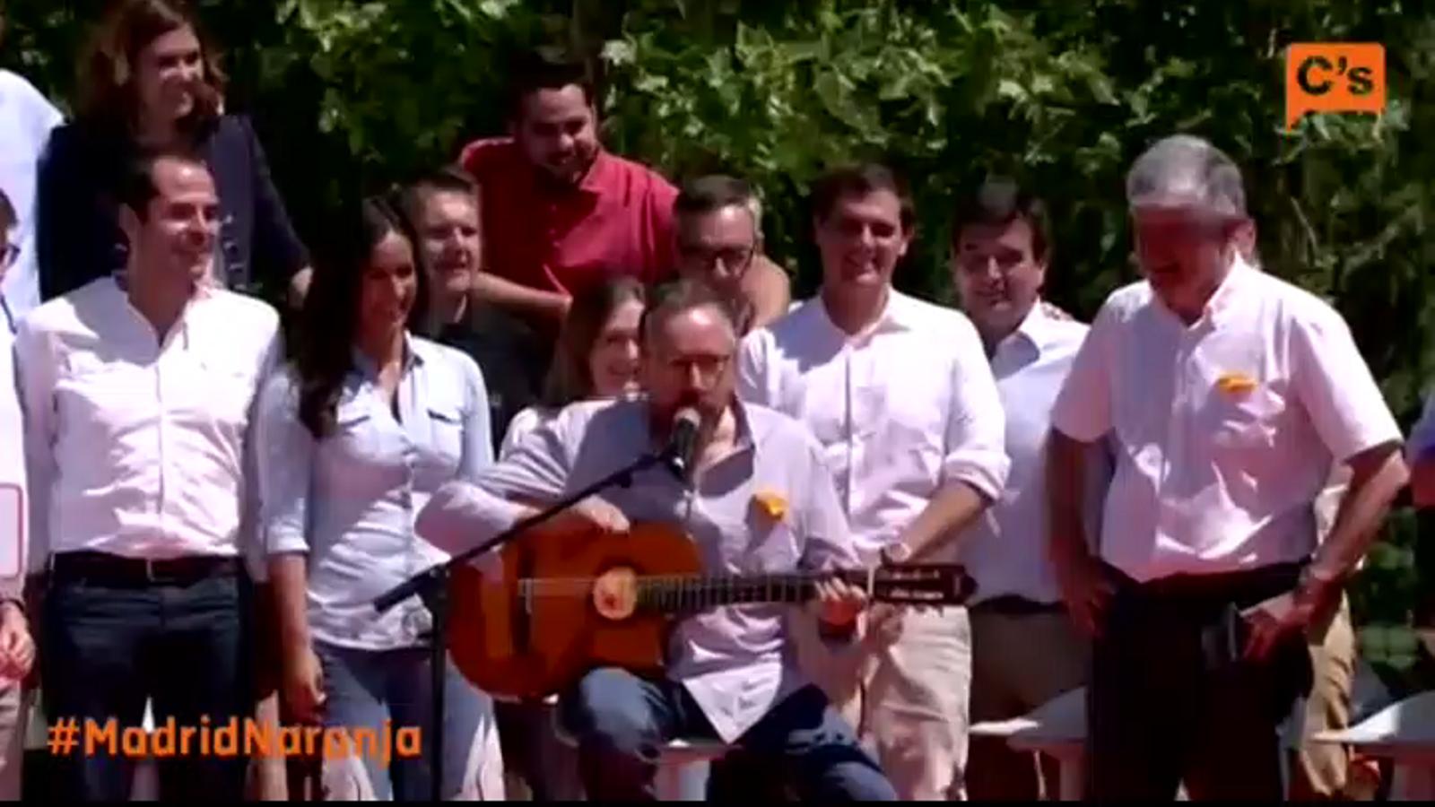 Girauta interpreta 'Mediterraneo' de Joan Manuel Serrat