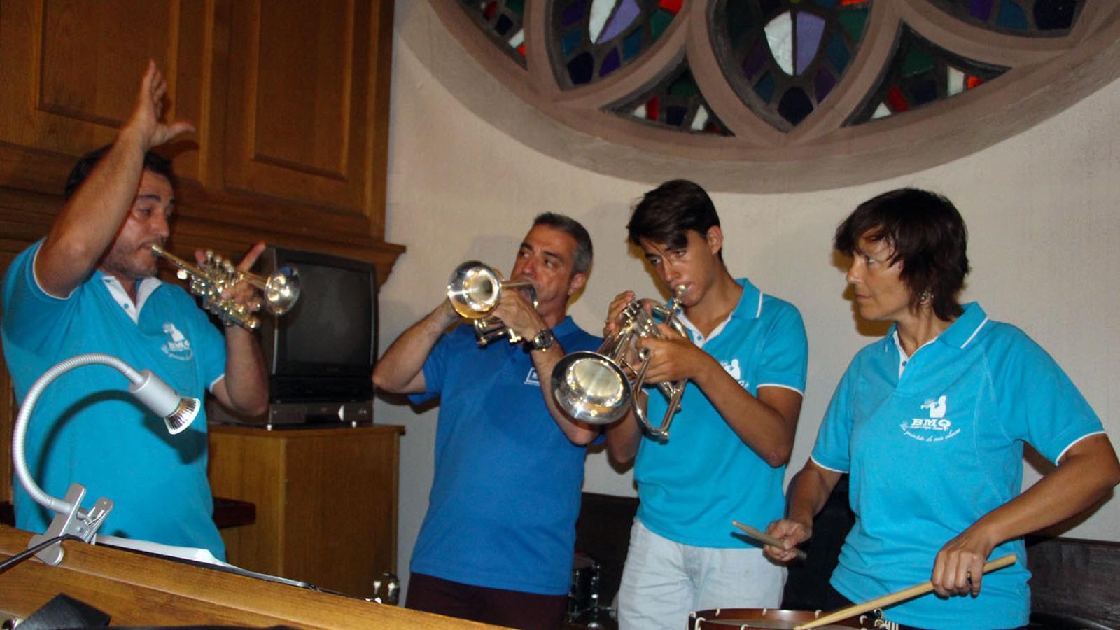 Asssig de Brillant Magnus Quintet a l'esglédia de Sant Esteve d'Andorra la Vella abans del concert d'aquest dilluns./ T. N.