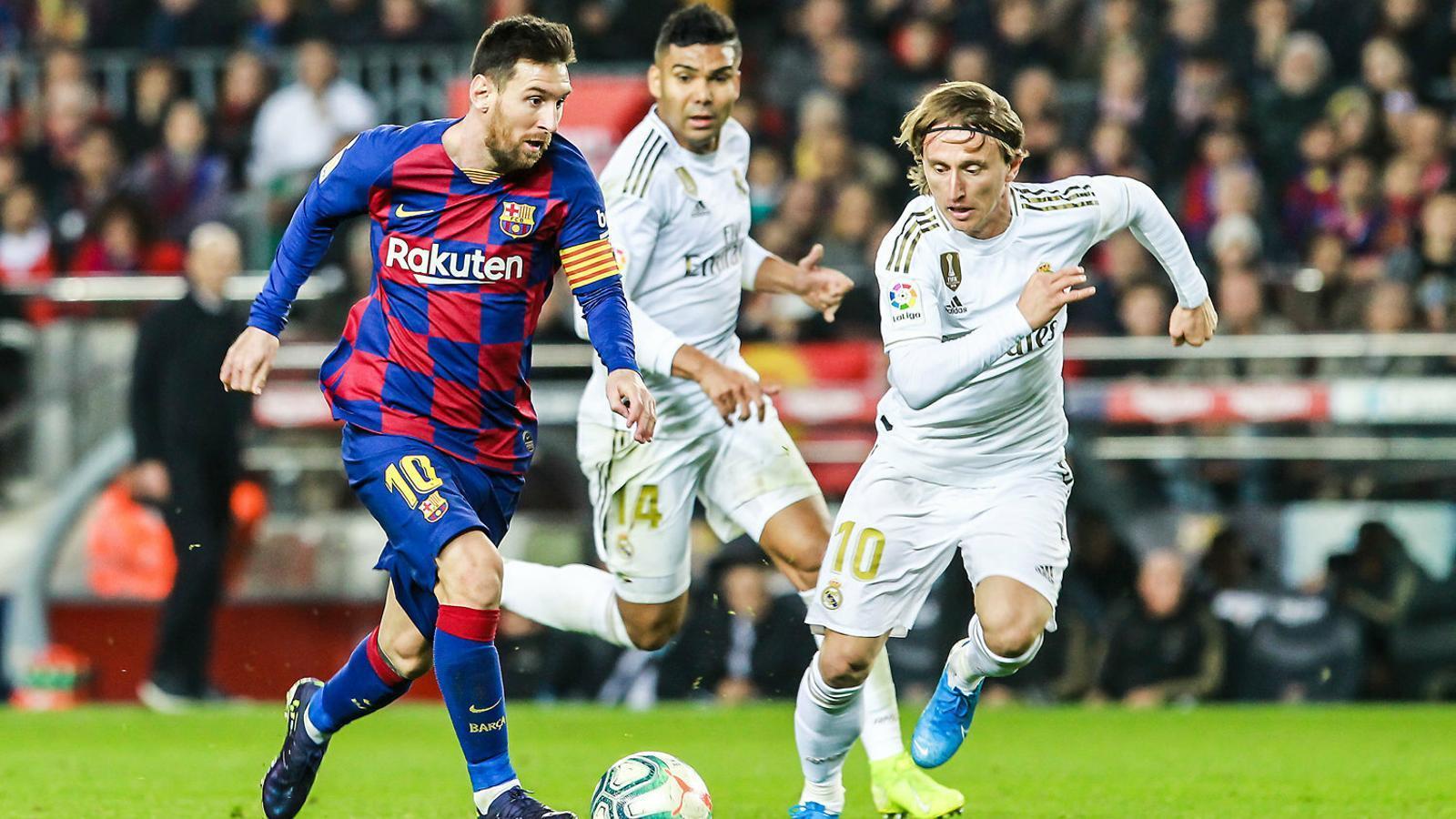 Messi i Modric, els dos últims guanyadors de la Pilota d'Or, cara a cara en un Barça-Madrid