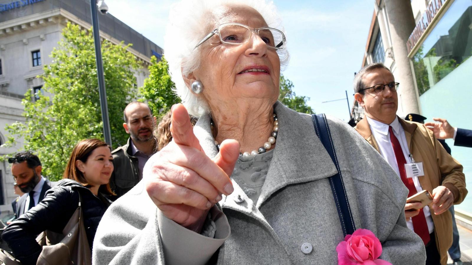 La senadora italiana supervivent de l'Holocaust, Liliana Segre, ha de dur escorta per amenaces de mort.