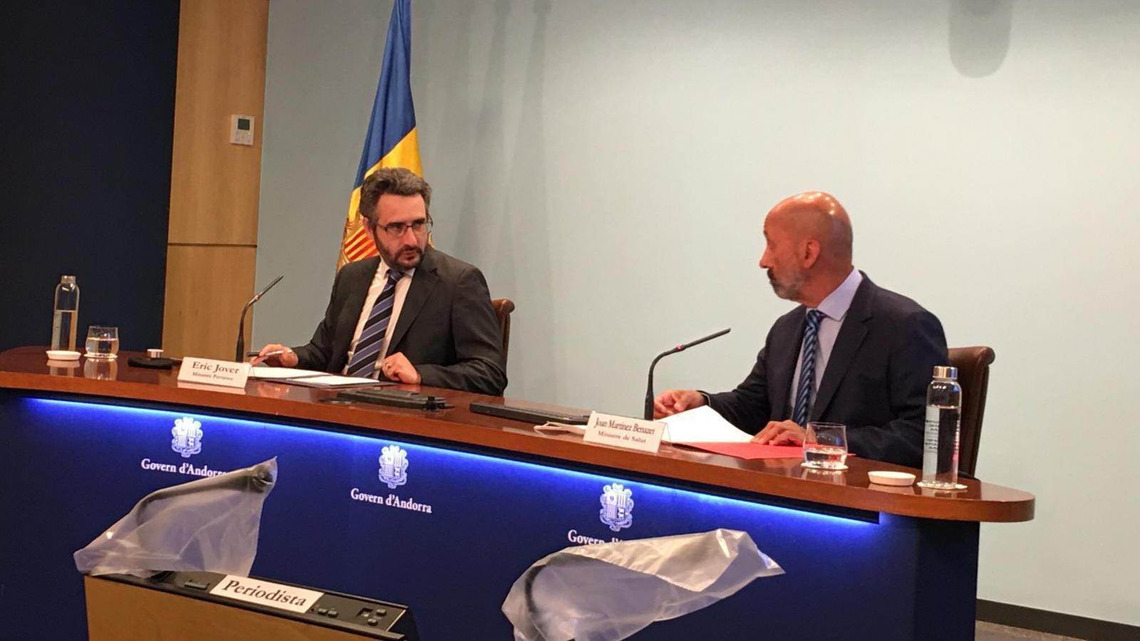 El ministre portaveu, Eric Jover, durant la roda de premsa d'aquest dimecres a la tarda, juntament amb el ministre de Salut, Joan Martínez Benazet