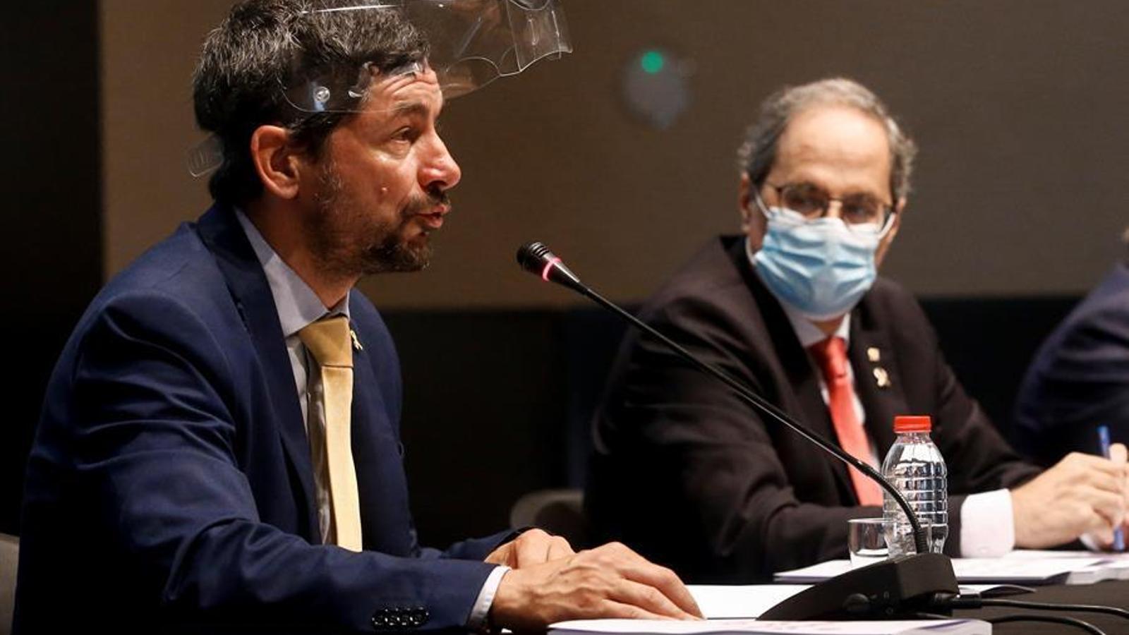 El president de la Cambra de Comerç de Barcelona, Joan Canadell, intervenint a la presentació de la memòria econòmica de 2019, mentre el president de la Generalitat, Quim Torra, l'observa