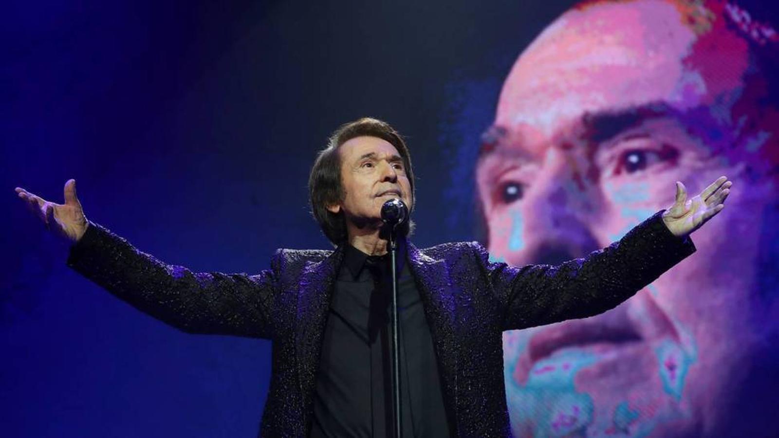 Un moment del concert de Raphael
