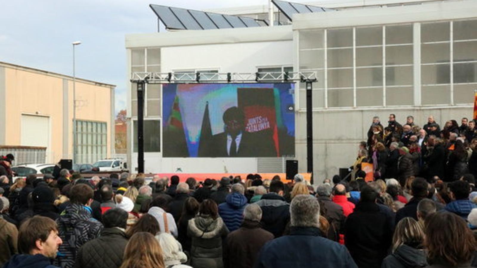 Carles Puigdemont ha participat a l'acte de presentació de la candidatura de JxCat a través de videoconferència des de Brussel·les