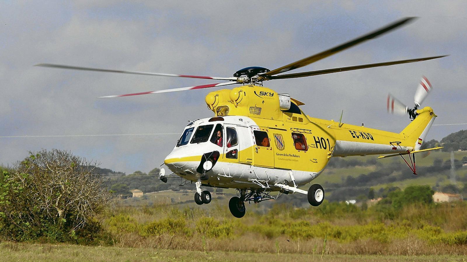 Prop de quinze aeròdroms i heliports donen servei a unes  40 aeronaus A les Illes