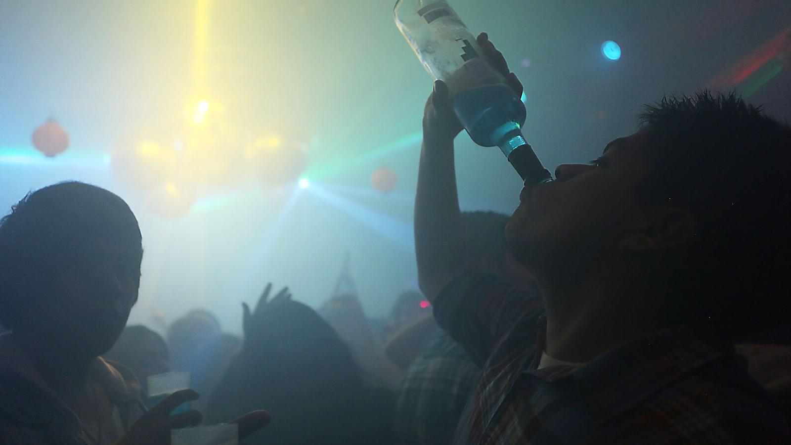 És més fàcil aprofitar-se d'algú que ha begut massa o convèncer-lo perquè begui que posar-li droga al got.