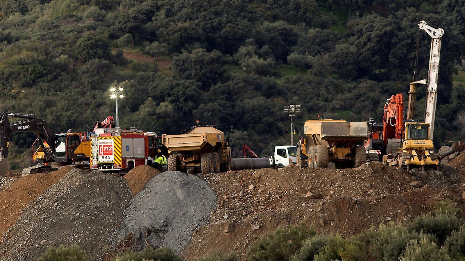Els equips de rescat treballant a Totalán.