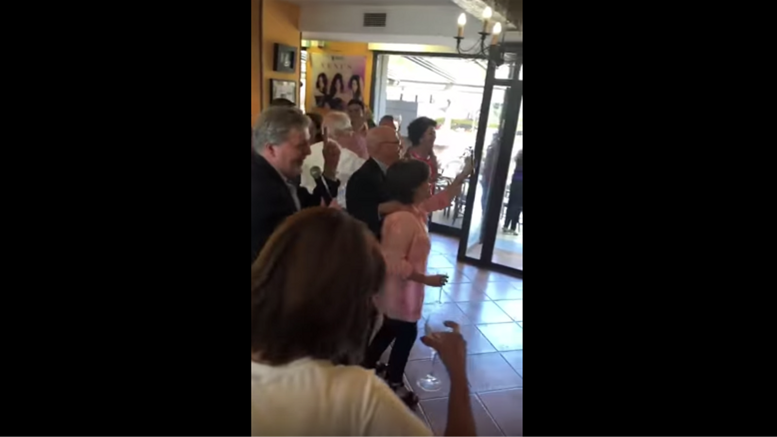 Soraya Sáenz de Santamaría i Méndez de Vigo revolucionen la xarxa amb un vídeo d'un karaoke