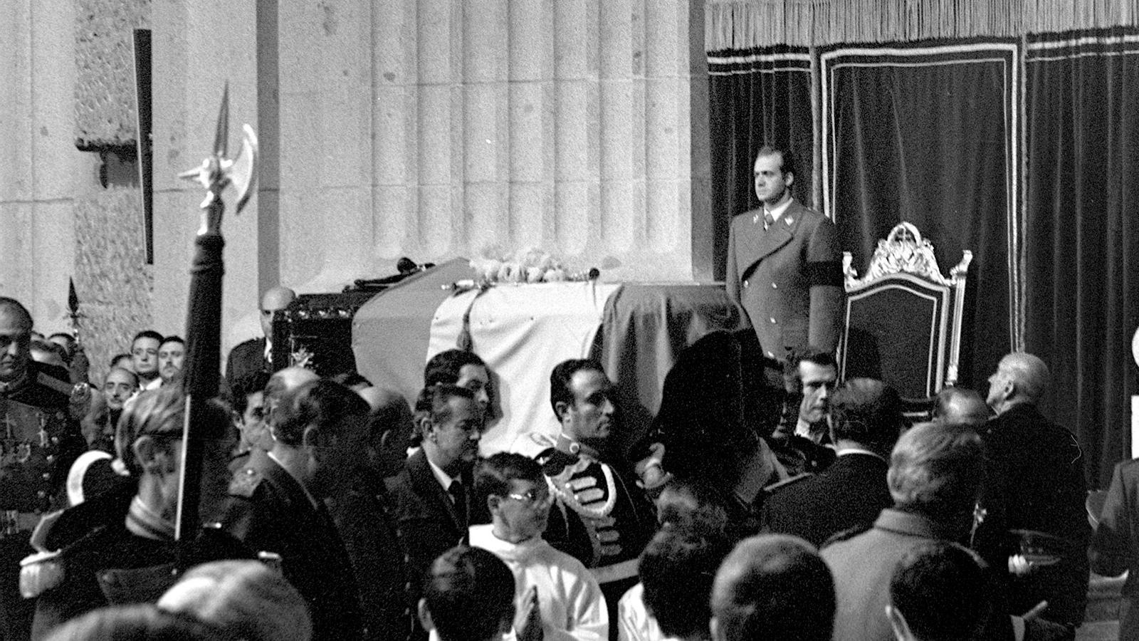 Juan Carlos a l'enterrament de Franco al Valle de los Caídos