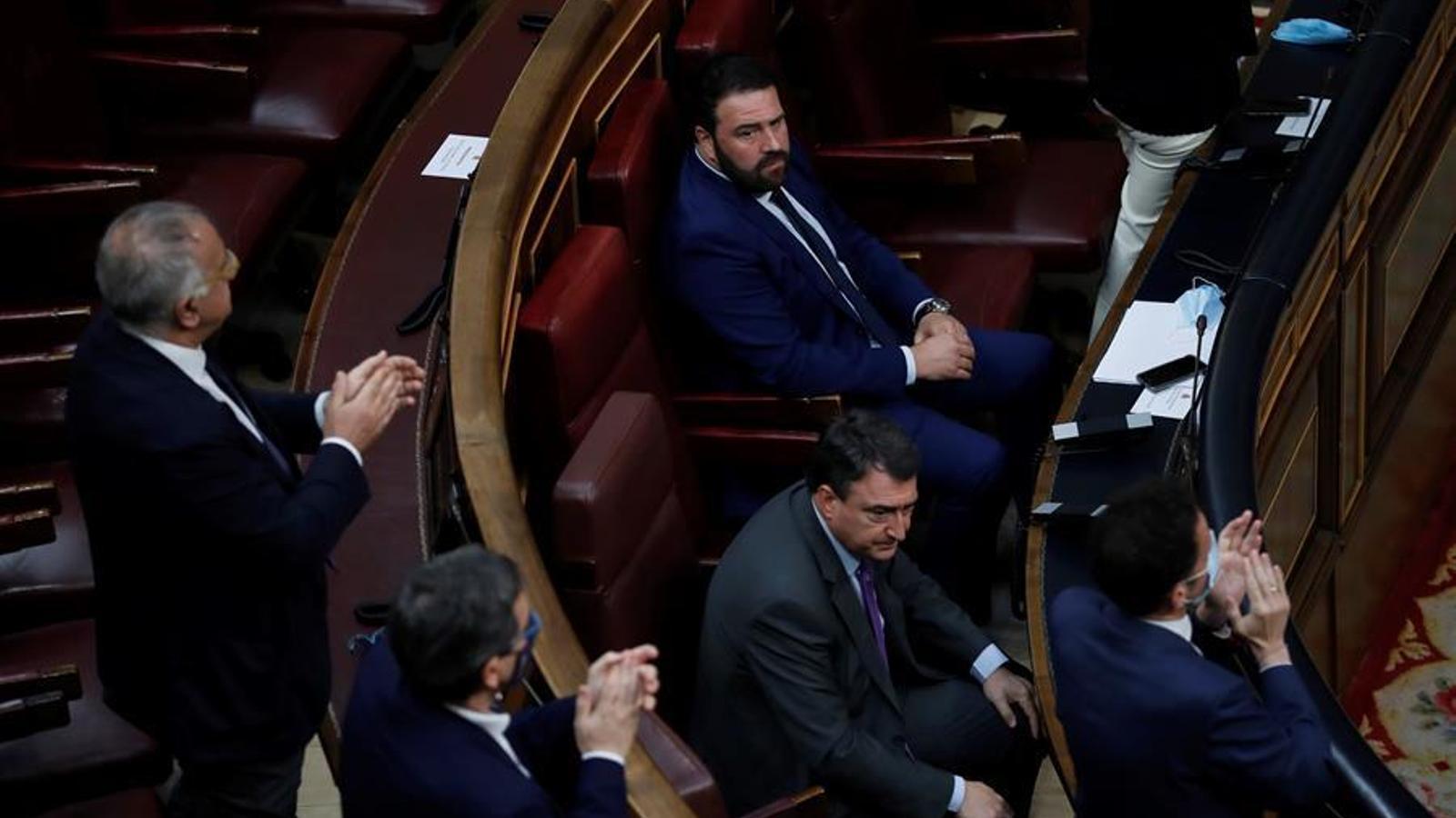 El diputat d'EH Bildu Jon Iñarritu i el portaveu del PNB, Aitor Esteban, a l'acte d'homenatge a les víctimes del terrorisme al Congrés