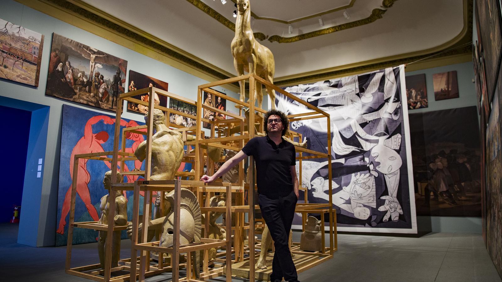Daniel Andújar a la seva exposició al palau de la Virreina